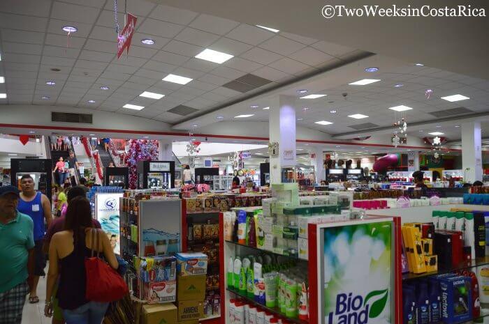 Shopping at Paso Canoas Border